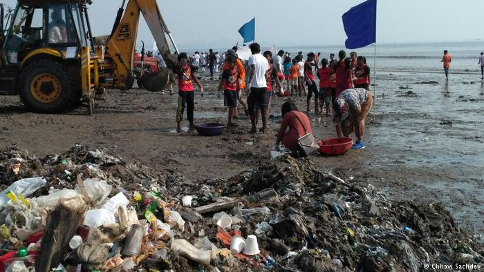Fighting for clean beaches in Mumbai—DW